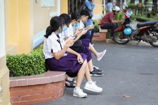 Hôm nay, hàng triệu học sinh cả nước chính thức quay lại trường, bắt đầu năm học mới - Ảnh 14.