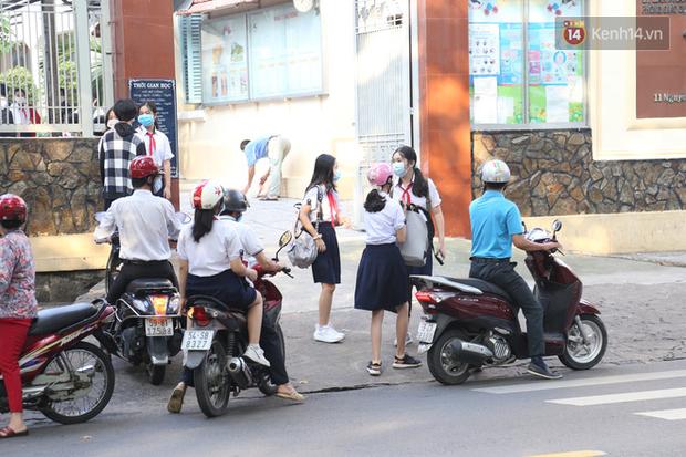 Hôm nay, hàng triệu học sinh cả nước chính thức quay lại trường, bắt đầu năm học mới - Ảnh 4.