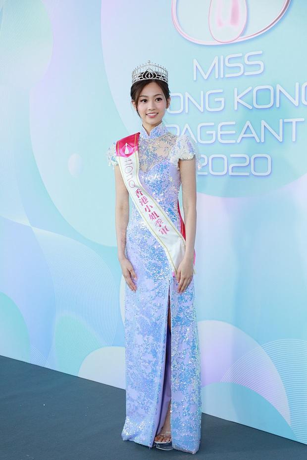 Tranh cãi khoảnh khắc tân Hoa hậu Hong Kong chiều cao hạn chế, lọt thỏm giữa dàn Á hậu trong sự kiện ra mắt đầu tiên - Ảnh 8.