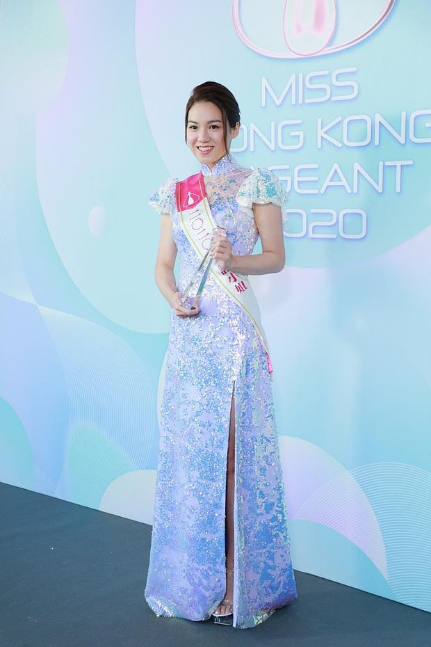 Tranh cãi khoảnh khắc tân Hoa hậu Hong Kong chiều cao hạn chế, lọt thỏm giữa dàn Á hậu trong sự kiện ra mắt đầu tiên - Ảnh 9.