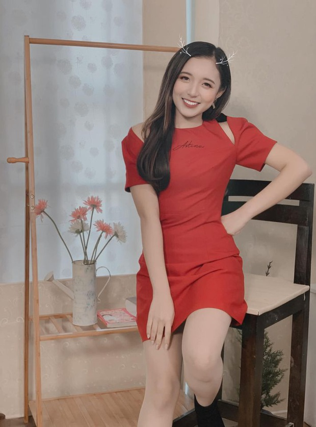 Nữ MC nhỏ tuổi nhất VTV: Nhan sắc xinh đẹp nhưng bất ngờ là chiều cao 1m50 vẫn khéo ăn vận thật tôn dáng và ưng mắt - Ảnh 12.