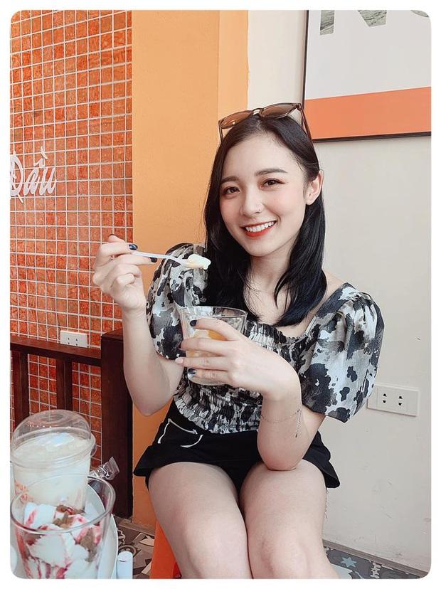 Nữ MC nhỏ tuổi nhất VTV: Nhan sắc xinh đẹp nhưng bất ngờ là chiều cao 1m50 vẫn khéo ăn vận thật tôn dáng và ưng mắt - Ảnh 19.