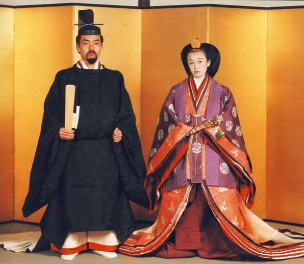 Nàng dâu đức hạnh của Hoàng gia Nhật: Xuất thân từ gia đình giàu có hiển hách, khi chồng qua đời vẫn một lòng phụng sự gia đình chồng - Ảnh 2.