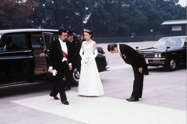 Nàng dâu đức hạnh của Hoàng gia Nhật: Xuất thân từ gia đình giàu có hiển hách, khi chồng qua đời vẫn một lòng phụng sự gia đình chồng - Ảnh 3.