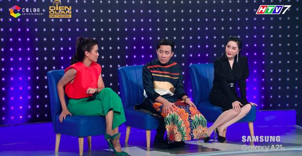 Lại thêm pha mặc váy ngắn cũn trên sóng truyền hình: Võ Hoàng Yến liên tục chỉnh váy để tránh mắc lỗi - Ảnh 4.