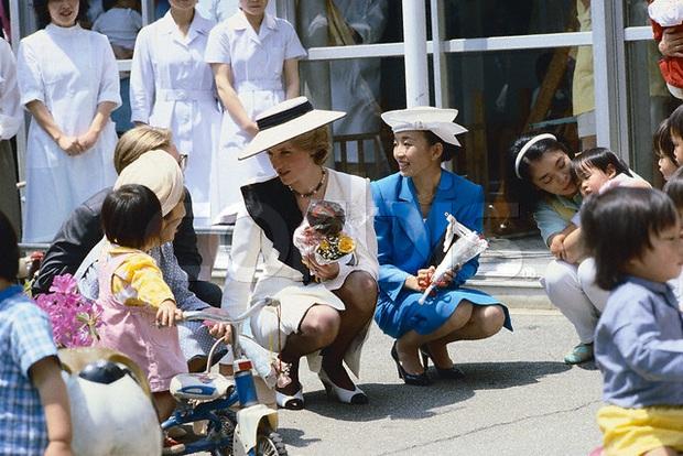 Nàng dâu đức hạnh của Hoàng gia Nhật: Xuất thân từ gia đình giàu có hiển hách, khi chồng qua đời vẫn một lòng phụng sự gia đình chồng - Ảnh 5.