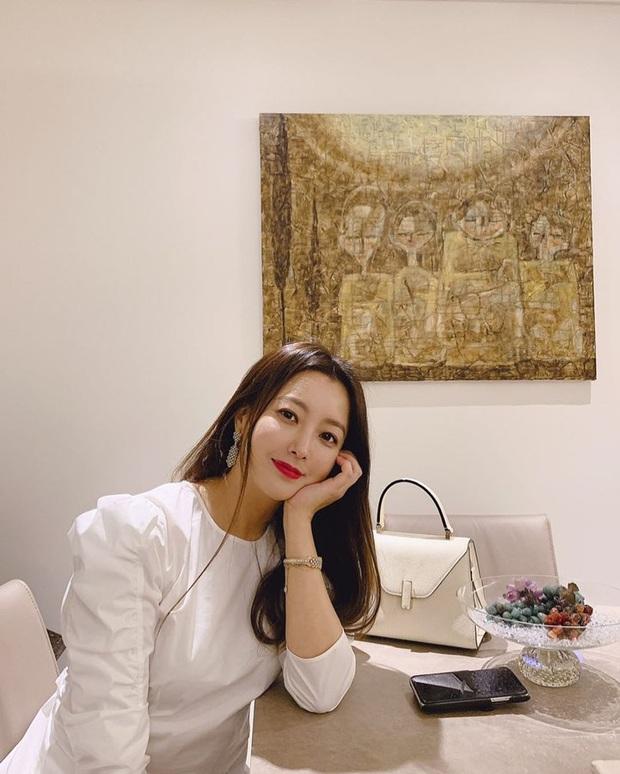 Kim Hee Sun 43 tuổi mà vẫn trẻ xinh chẳng thua đàn em, bí quyết chống già chỉ nằm ở 2 điều - Ảnh 12.