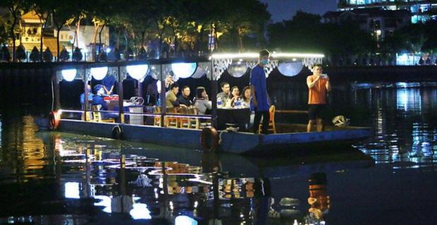 Hàng loạt tour trong ngày ở TP.HCM giảm một nửa giá để hút khách tham quan dịp nghỉ lễ - Ảnh 1.