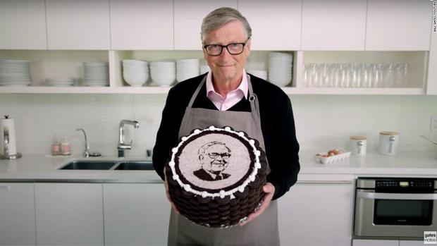 Bill Gates tự tay làm bánh sinh nhật cho Warren Buffett thu về cả triệu view, tiết lộ thói quen xấu không nên noi theo của người bạn tỷ phú - Ảnh 3.