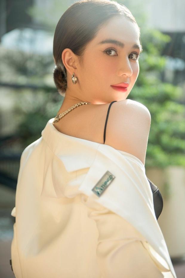 4 tổng tài đời thực nổi tiếng Vbiz: Ngọc Trinh - Hương Giang thành cặp nữ CEO, Sơn Tùng thu về 51 tỷ lãi ròng cùng công ty - Ảnh 1.