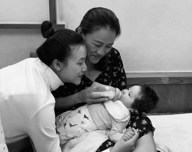 """Tâm thư đẫm nước mắt MC Hoàng Oanh gửi mẹ sau khi sinh con vắng bóng chồng: """"Vĩ đại hơn trái tim mẹ là trái tim của bà ngoại"""" - Ảnh 3."""