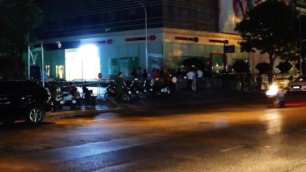 Danh tính đôi nam nữ rơi từ tầng 35 chung cư tử vong trong đêm ở Hà Nội - Ảnh 1.