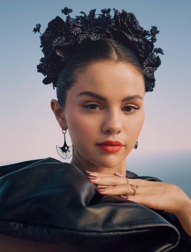 MXH đang náo loạn vì ảnh tạp chí mới của Selena Gomez: Vòng 1 bức thở, đẹp tựa nữ thần Hy Lạp thế này ai chịu nổi? - Ảnh 7.