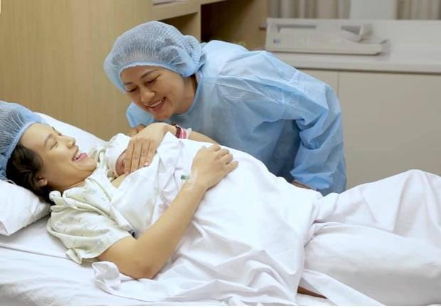 """Tâm thư đẫm nước mắt MC Hoàng Oanh gửi mẹ sau khi sinh con vắng bóng chồng: """"Vĩ đại hơn trái tim mẹ là trái tim của bà ngoại"""" - Ảnh 2."""