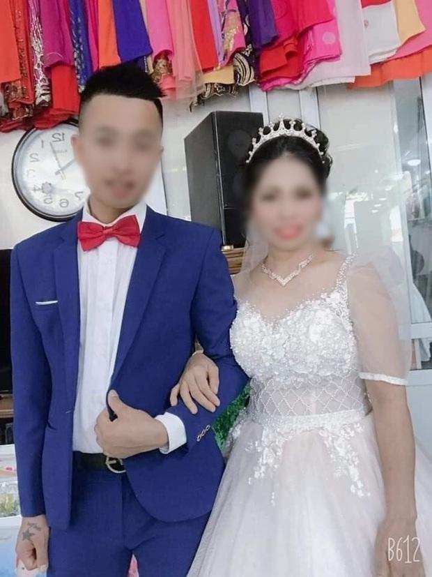 Xôn xao ảnh cưới của cặp đôi đũa lệch: Chú rể 27 tuổi ở Thái Nguyên và cô dâu 47 tuổi ở Nghệ An - Ảnh 2.