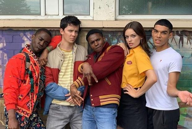 Sex Education tung clip nhá hàng mùa 3, hội hotboy trở lại trường không quên phòng dịch COVID-19 - Ảnh 9.