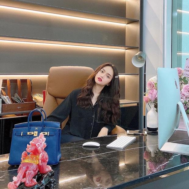 4 tổng tài đời thực nổi tiếng Vbiz: Ngọc Trinh - Hương Giang thành cặp nữ CEO, Sơn Tùng thu về 51 tỷ lãi ròng cùng công ty - Ảnh 6.