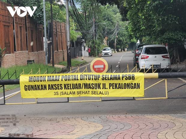 Tái giãn cách xã hội, Jakarta (Indonesia) đặt trong tình trạng khẩn cấp do Covid-19 - Ảnh 1.