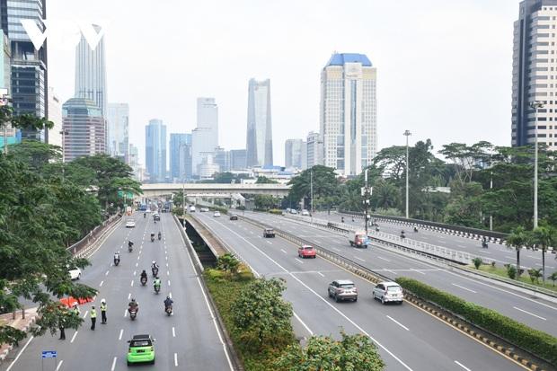 Tái giãn cách xã hội, Jakarta (Indonesia) đặt trong tình trạng khẩn cấp do Covid-19 - Ảnh 2.