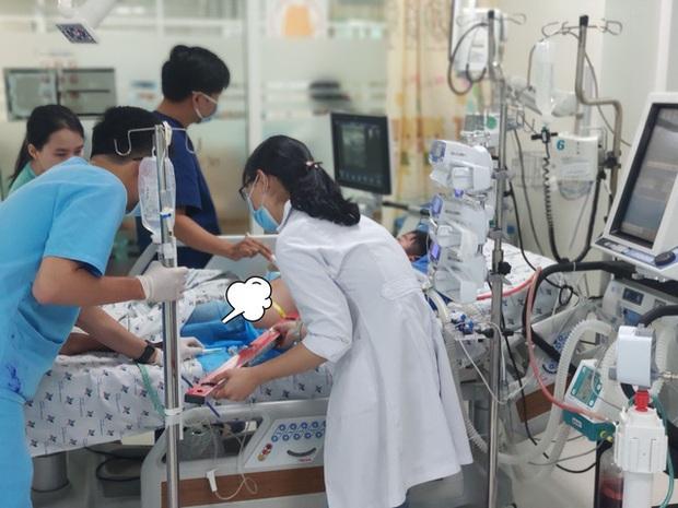Bé trai 13 tuổi suýt tử vong vì sốt xuất huyết - Ảnh 1.