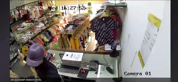 Bắt nghi phạm đâm nữ nhân viên, cướp tài sản ở Thủ Đức - Ảnh 1.