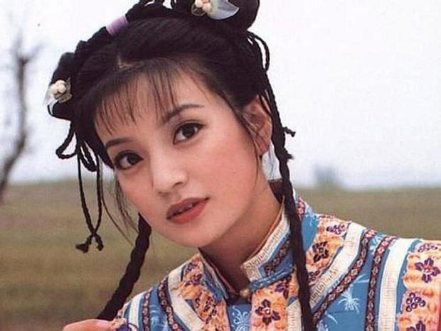 2 nàng Mulan Triệu Vy - Lưu Diệc Phi: Bê bối dài 20 năm, đời tư sặc thuyết âm mưu, người giật bồ kẻ vướng tin đồn yêu đồng tính - Ảnh 3.