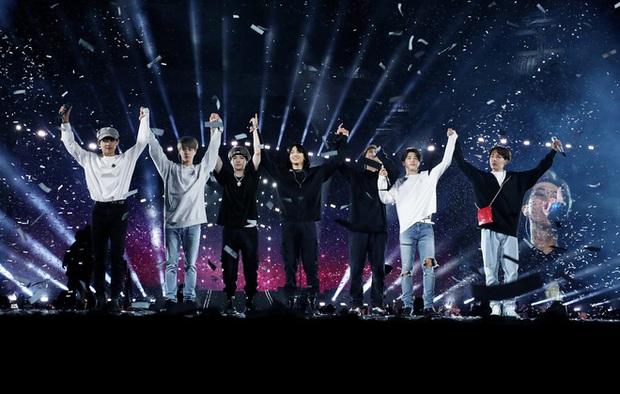 Break the Silence: Sống lại với tour diễn nghìn tỷ của BTS, hành trình gỡ bỏ mặt nạ sân khấu đầy cảm xúc từ 7 chàng trai - Ảnh 3.