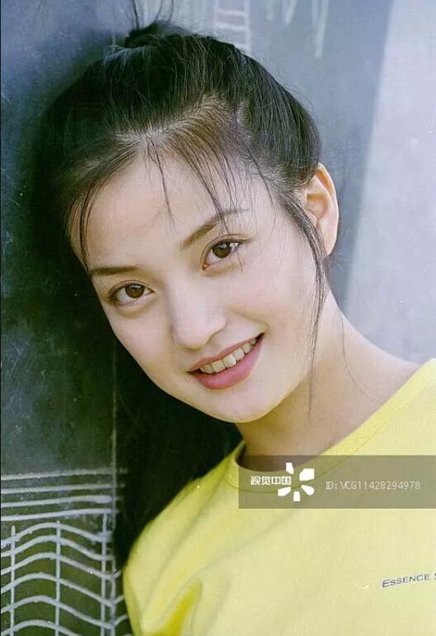 2 nàng Mulan Triệu Vy - Lưu Diệc Phi: Bê bối dài 20 năm, đời tư sặc thuyết âm mưu, người giật bồ kẻ vướng tin đồn yêu đồng tính - Ảnh 11.