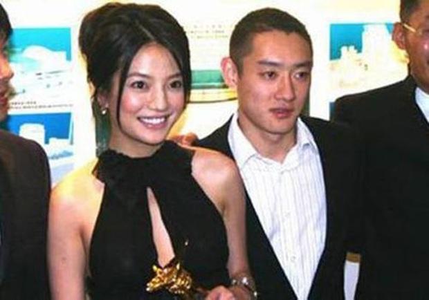 2 nàng Mulan Triệu Vy - Lưu Diệc Phi: Bê bối dài 20 năm, đời tư sặc thuyết âm mưu, người giật bồ kẻ vướng tin đồn yêu đồng tính - Ảnh 22.