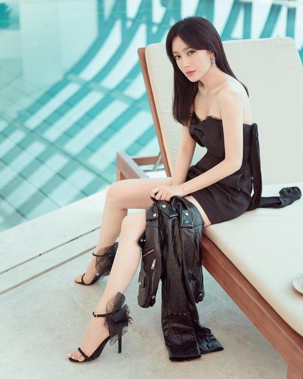 Jisoo đụng hàng với Phú Sát Hoàng hậu già hơn tận 16 tuổi: Idol xinh như Hoa hậu nay đã gặp đối thủ đáng gờm - Ảnh 4.