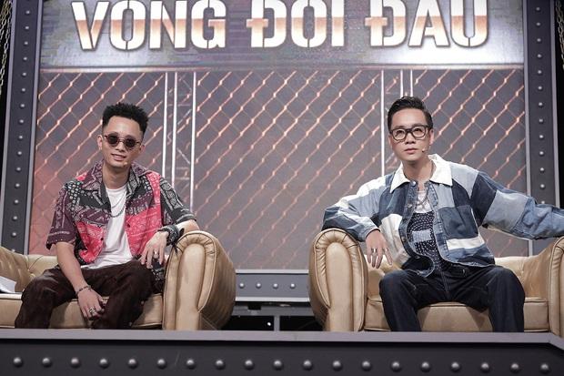 Trọn bộ hình nét căng trang phục mới đầy cá tính của dàn HLV Rap Việt! - Ảnh 2.