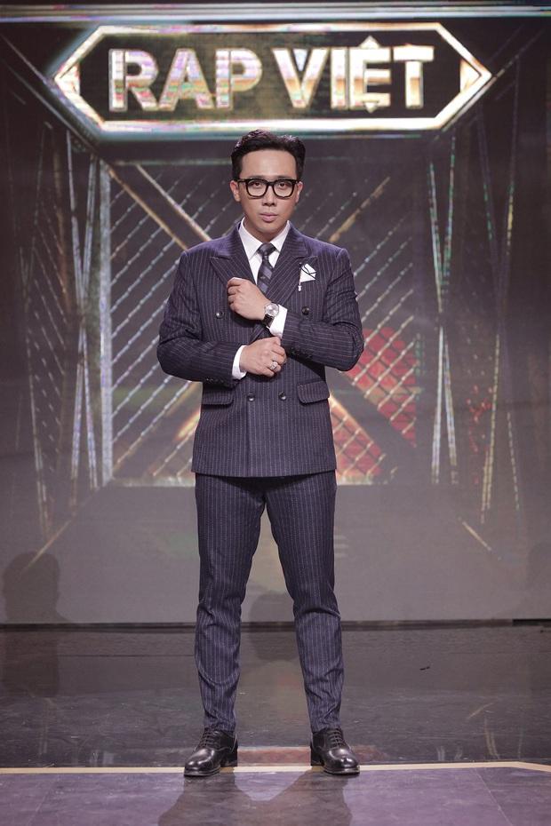 Trọn bộ hình nét căng trang phục mới đầy cá tính của dàn HLV Rap Việt! - Ảnh 1.