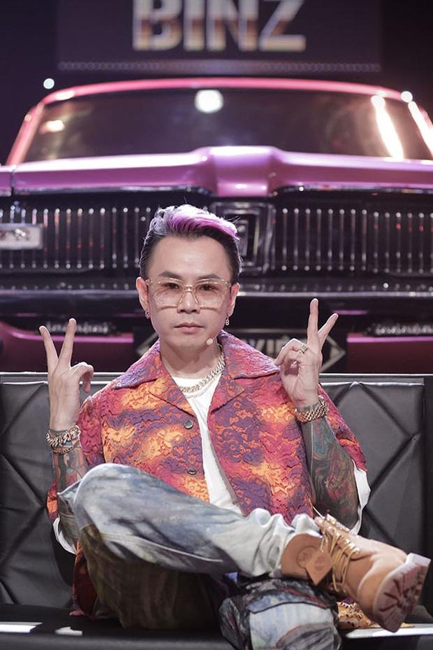 Trọn bộ hình nét căng trang phục mới đầy cá tính của dàn HLV Rap Việt! - Ảnh 16.