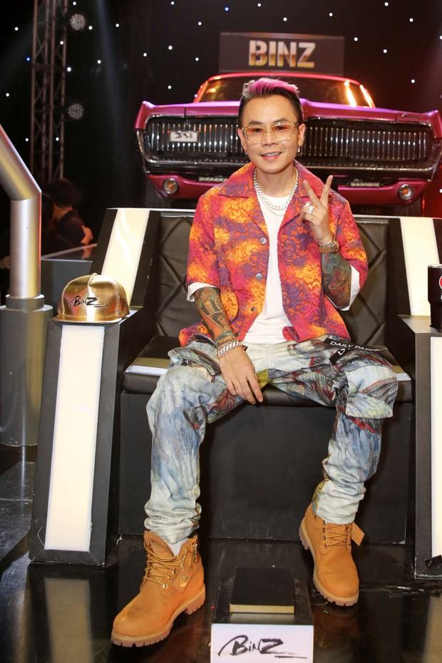 Trọn bộ hình nét căng trang phục mới đầy cá tính của dàn HLV Rap Việt! - Ảnh 15.