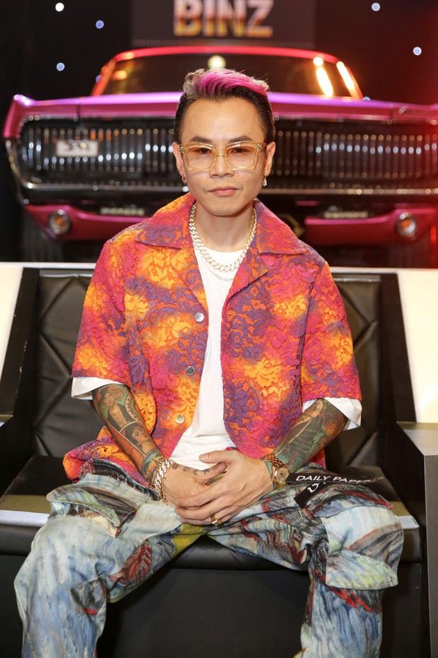 Trọn bộ hình nét căng trang phục mới đầy cá tính của dàn HLV Rap Việt! - Ảnh 14.