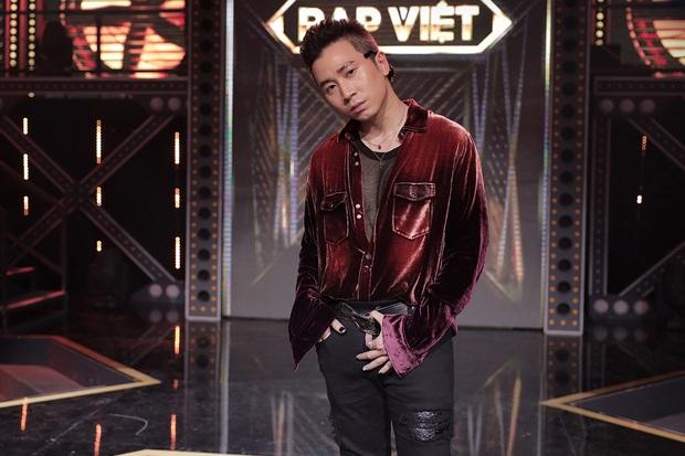 Trọn bộ hình nét căng trang phục mới đầy cá tính của dàn HLV Rap Việt! - Ảnh 10.