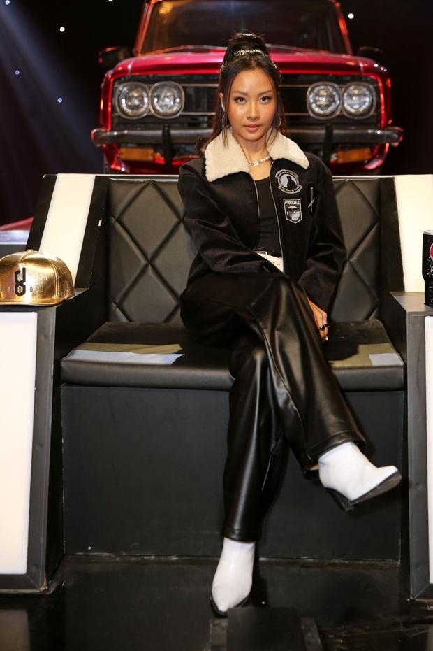 Trọn bộ hình nét căng trang phục mới đầy cá tính của dàn HLV Rap Việt! - Ảnh 11.