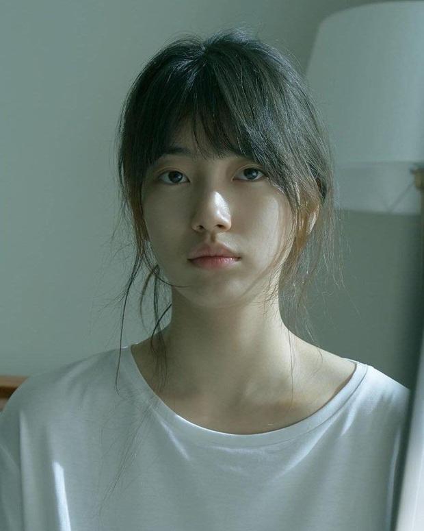 Chỉ với 1 bức ảnh mơ màng lúc mới ngủ dậy, Suzy đã khiến trăm nghìn người mê mẩn: Tin nổi không khi đây là mặt mộc 100%? - Ảnh 2.