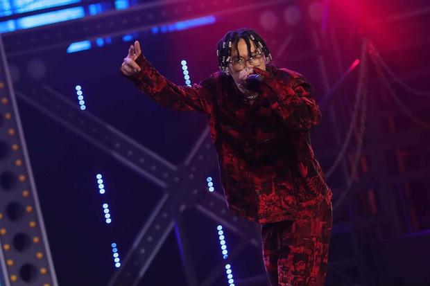 Top 6 bộ cánh ngon nghẻ nhất của dàn thí sinh Rap Việt: R.I.C và Lăng LD đã chất rồi nhưng màn lột xác của Ricky Star mới gây choáng - Ảnh 10.