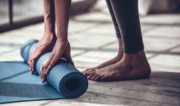 5 lưu ý khi vệ sinh thảm tập yoga để tránh gây dị ứng và dẫn tới nhiều bệnh ngoài da - Ảnh 5.