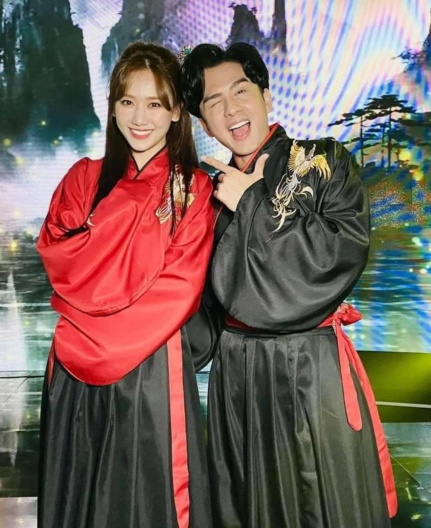 Song ca cùng Đan Trường, Hari Won phấn khích khen anh đẹp trai hơn chồng em và phản ứng của Trấn Thành gây chú ý - Ảnh 2.
