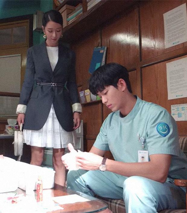 Gặp phải quốc bảo nhan sắc Kim Hee Sun thì có là Seo Ye Ji hay Irene đều phải chịu thua khi đụng hàng - Ảnh 5.