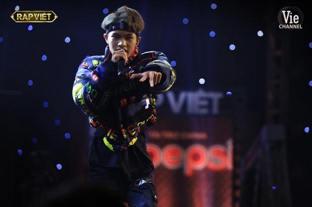 Top 6 bộ cánh ngon nghẻ nhất của dàn thí sinh Rap Việt: R.I.C và Lăng LD đã chất rồi nhưng màn lột xác của Ricky Star mới gây choáng - Ảnh 5.