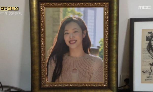 Phim tài liệu về Sulli: Mẹ ruột cạn nước mắt xác nhận con gái cố tự tử hậu chia tay Choiza, Tiffany bật khóc hối hận nói về người em - Ảnh 11.