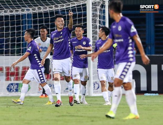Cầu thủ lùn nhất Hà Nội FC khiến các ngoại binh phát cuồng trong ngày huỷ diệt đối thủ 7 bàn - Ảnh 7.