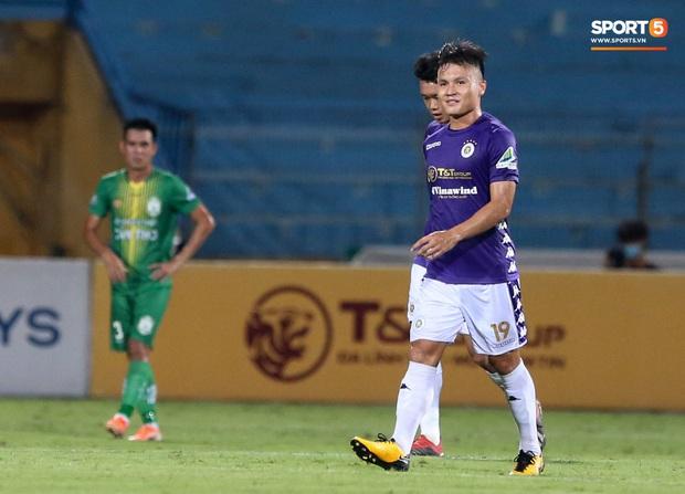 Cầu thủ lùn nhất Hà Nội FC khiến các ngoại binh phát cuồng trong ngày huỷ diệt đối thủ 7 bàn - Ảnh 5.