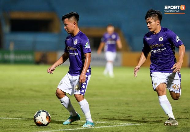 Cầu thủ lùn nhất Hà Nội FC khiến các ngoại binh phát cuồng trong ngày huỷ diệt đối thủ 7 bàn - Ảnh 4.