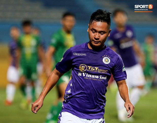 Cầu thủ lùn nhất Hà Nội FC khiến các ngoại binh phát cuồng trong ngày huỷ diệt đối thủ 7 bàn - Ảnh 1.