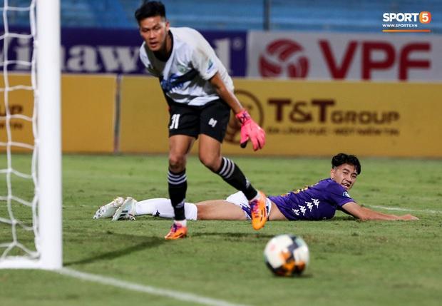 Cầu thủ lùn nhất Hà Nội FC khiến các ngoại binh phát cuồng trong ngày huỷ diệt đối thủ 7 bàn - Ảnh 9.