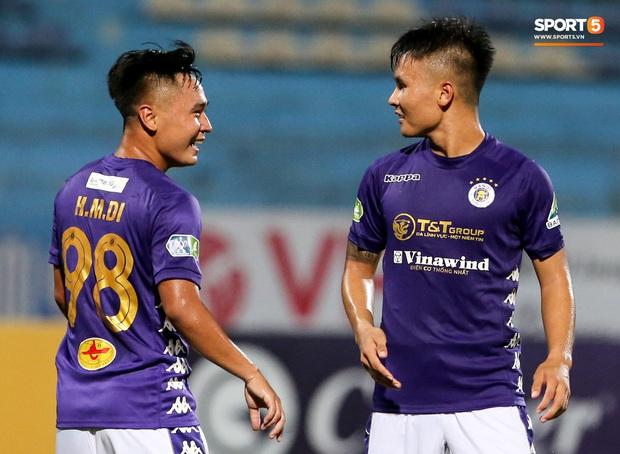 Cầu thủ lùn nhất Hà Nội FC khiến các ngoại binh phát cuồng trong ngày huỷ diệt đối thủ 7 bàn - Ảnh 2.
